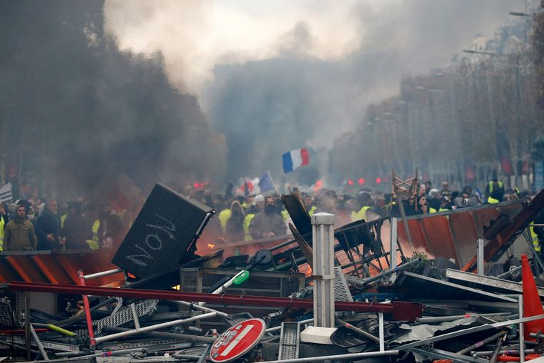 Protest op de Champs-Elysées. Beeld Getty Images