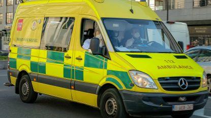 Arm van restaurantmedewerker klem in deegmachine: slachtoffer met zware verwondingen afgevoerd