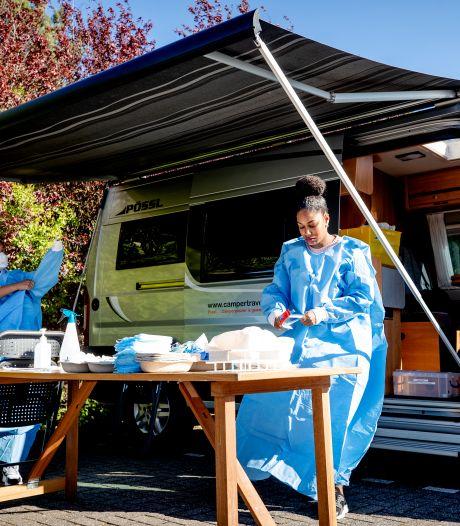Deze camper trekt vanaf vandaag door regio om zorgpersoneel te testen op corona