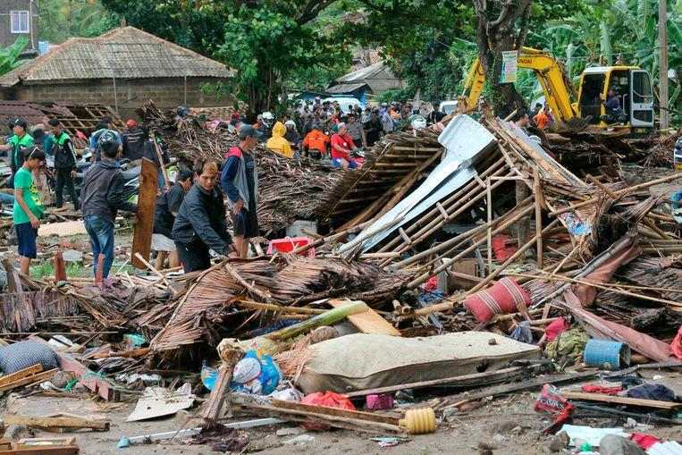 De ravage is enorm. Zeker 430 huizen zijn verwoest.