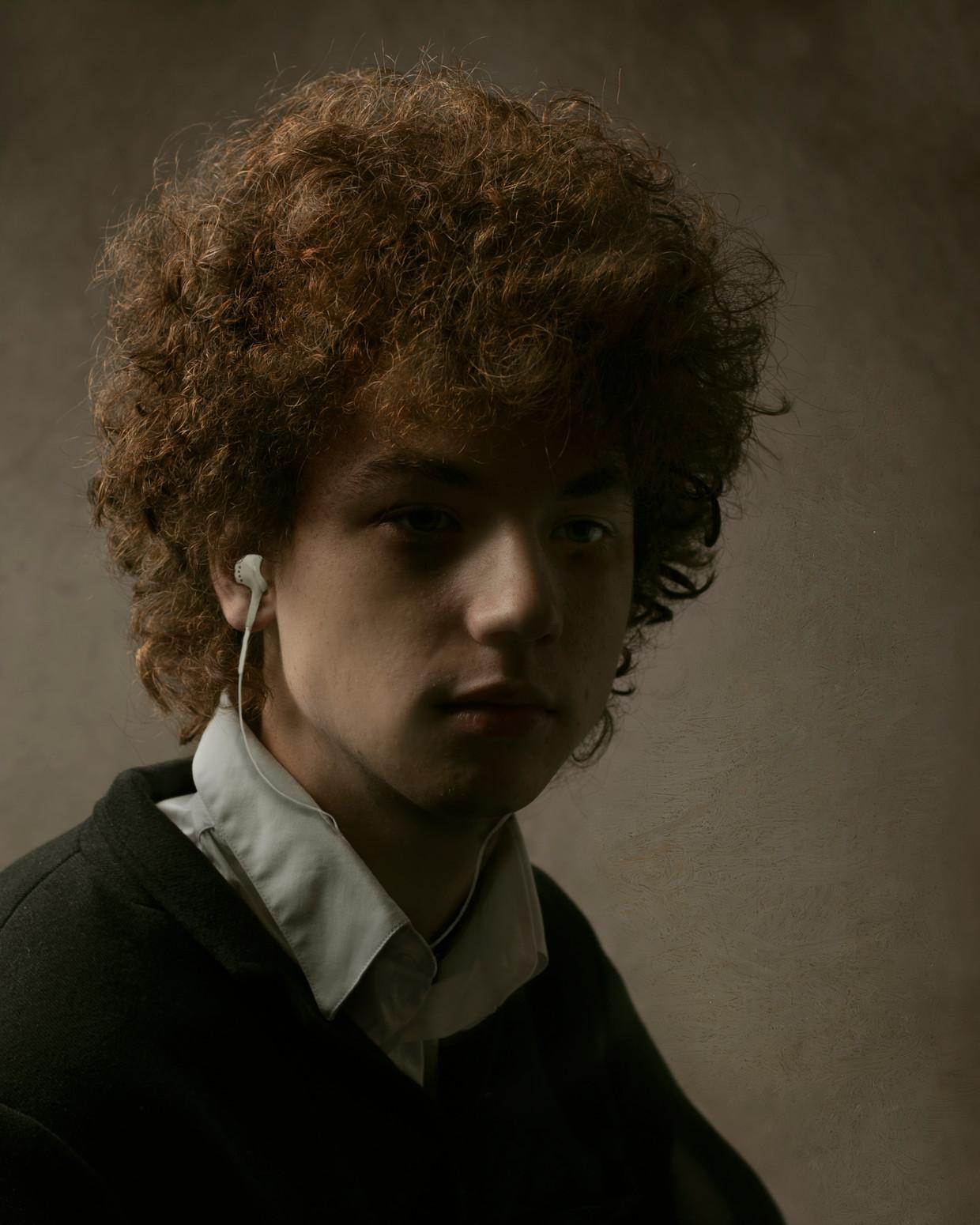 Rembrandt Today, portret door fotograaf Kaat Stieber, geïnspireerd op een zelfportret  van de jonge Rembrandt.   Beeld Kaat Stieber