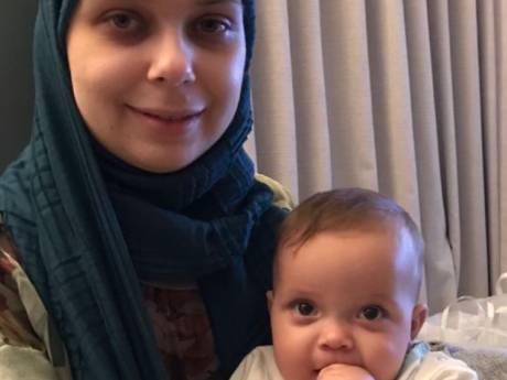 Azra (26) heeft leukemie en beviel tijdens de chemo: 'Alleen een behandeling in het buitenland kan haar nog redden'