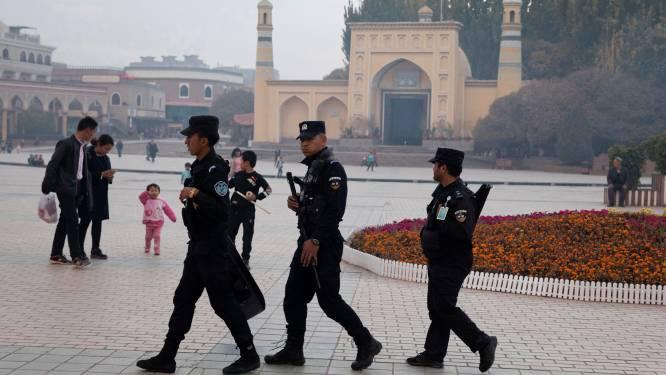 Verplicht varkensvlees eten en alcohol drinken: zo gaat het eraan toe in heropvoedingskampen voor moslims in China