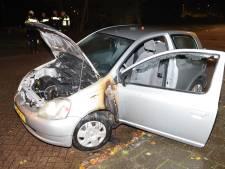 Weer autobrand in Zwolle, nu vlakbij brandweerkazerne