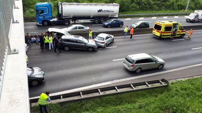 Loodzware avondspits: 250 kilometer file op Belgische wegen na verschillende ongevallen
