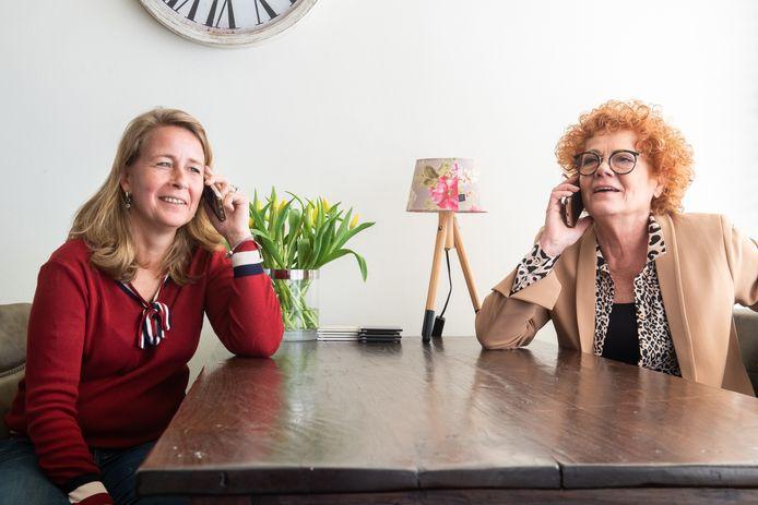 Ingeborg Bijl (L) en Evelyn Pietersen zijn tijdelijk - maar misschien wel maanden - gedwongen gescheiden van hun familieleden die in België wonen. 'We begrijpen het natuurlijk wel, maar dat dit voor jou beslist wordt, is moeilijk'