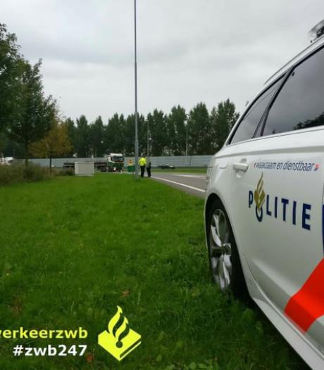 Dubbel 'pech' voor automobilist die hulp wil halen bij tankstation langs A16: boete voor lopen over vluchtstrook