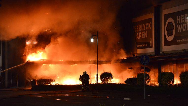 Grote brand verwoest winkels op woonboulevard breda de volkskrant