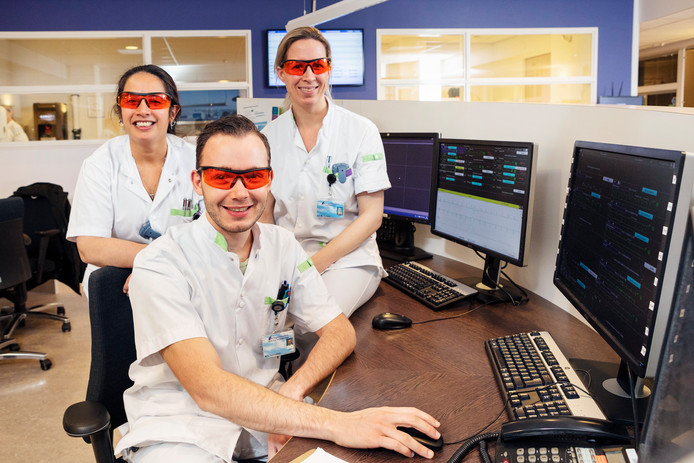Verpleegkundigen hartbewaking HagaZiekenhuis met speciale slaapbril op.