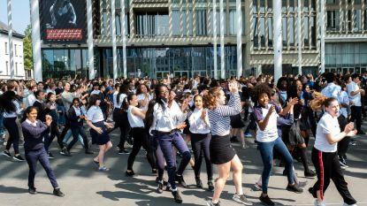 1.000 leerlingen houden flashmob