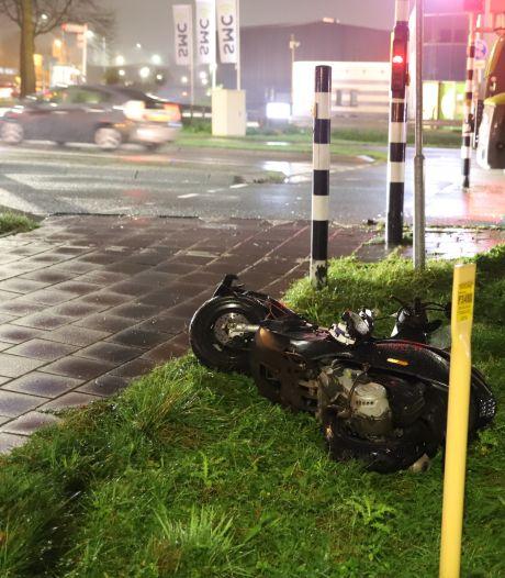 Scooterrijder zwaargewond naar ziekenhuis na aanrijding met shovel: politie zoekt getuigen van ongeluk