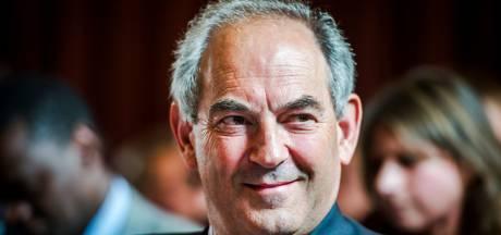 Job Cohen gaat debat aan bij remonstranten in Oosterbeek