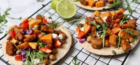 Wat Eten We Vandaag: Miniwraps met zoete aardappel en tempeh
