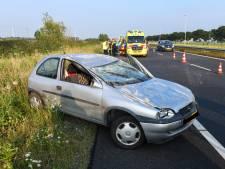 Auto slaat over de kop bij ongeluk op N11