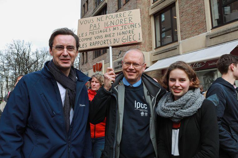 Anuna De Wever met UCL-rector Vincent Blondel (l.) en klimaatexpert Jean-Pascal van Ypersele.