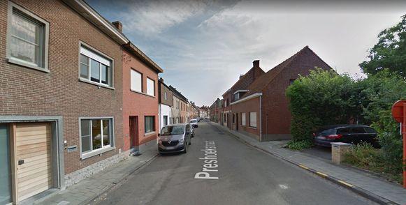 De Preshoekstraat sluit op een strook tussen huisnummer 43 en de aansluiting op de Vagevuurstraat