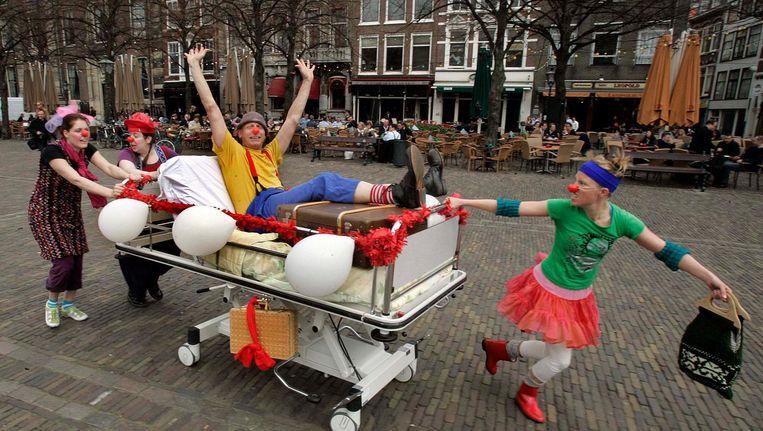 De CliniClowns tijdens het 15-jarig bestaan in Den Haag. Beeld anp