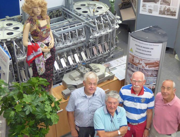 Stork-vrijwilligers Jack Donkers, Piet Zinsmeijer, Harrie Simons en Joos van Son in het Erfgoed Stork Museum
