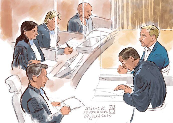 Rechtbanktekening van Albert K. (r) met zijn advocaat Geert-Jan Knoops in de rechtbank.