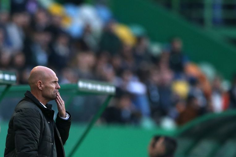 Marcel Keizer zag zijn team zaterdag gelijk spelen tegen koploper FC Porto. Beeld EPA
