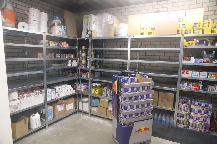 Het magazijn, zonder de sigaretten, in Lienden