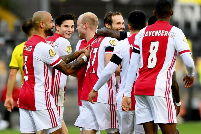 Vreugde na de 8-0 van Daley Blind van Ajax.