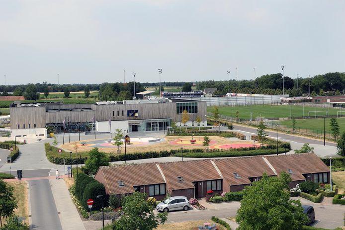 De sportsite aan het zwembad Sportoase en de voetbalterreinen van Hoogstraten VV.  Daar wordt nog drie miljoen euro geïnvesteerd.