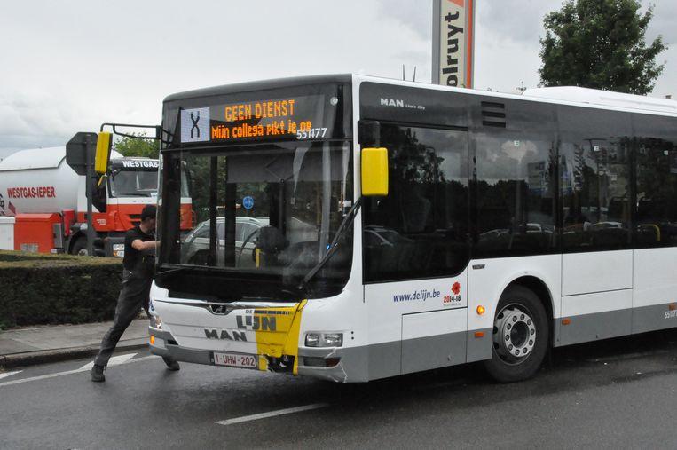 De Lijnbus liep lichte blikschade op.