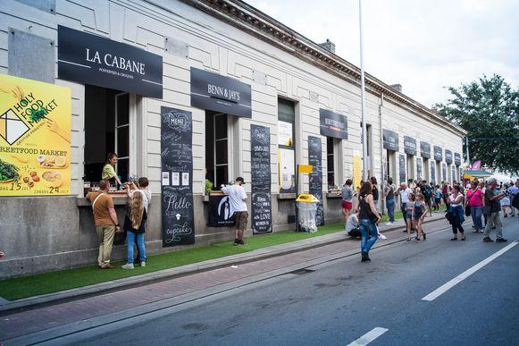 Op deze pop-up kwam  in 2016 veel kritiek: eten verkopen uit de ramen van de oude stadsbibliotheek aan de Ottogracht, maar zich niks aantrekken van het afval dat daardoor overal op straat belandde.