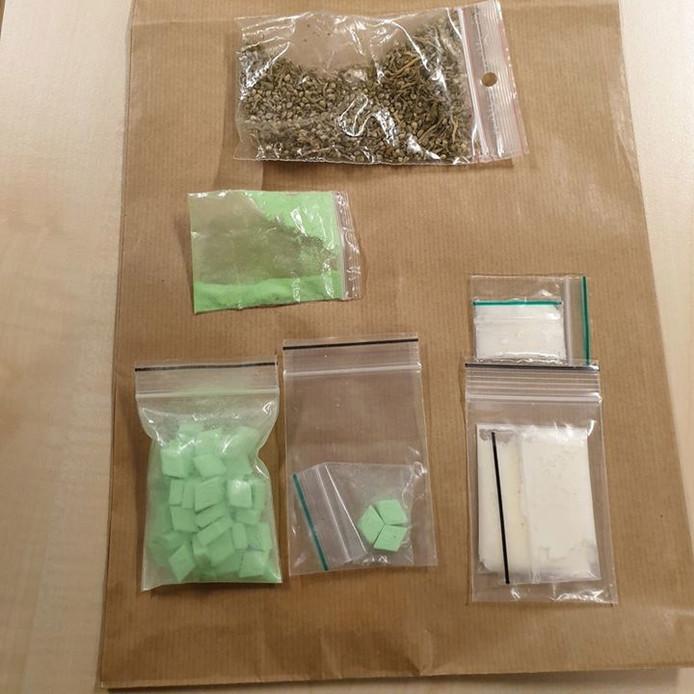 Er werden verschillende drugs in beslag genomen
