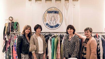 """""""Een kleedje van Alexander McQueen aan 50 euro"""":  Truiense Soroptimisten openen pop-upwinkel op Grote Markt"""