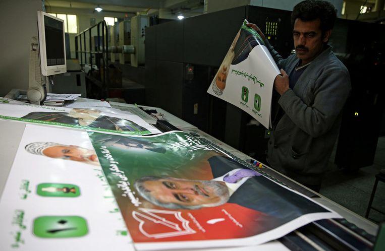 Verkiezingsposters worden gemaakt. Beeld ap