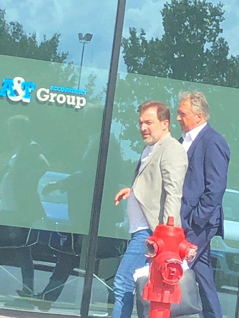 Mogi Bayat en Herman Van Holsbeeck aan de Ghelamco Arena in Gent op 20 augustus 2019. Een dag later was de transfer van Sven Kums naar de Buffalo's rond.