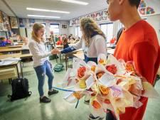 Deze Valentijn regent het weer rozen op het Osse Maaslandcollege