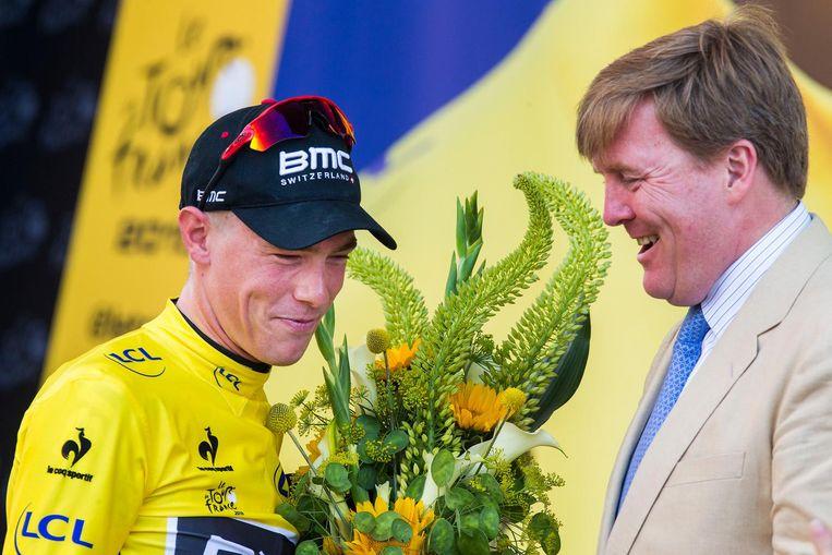 Rohan Dennis ontvangt bloemen van koning Willem-Alexander in Utrecht, 2015 Beeld null
