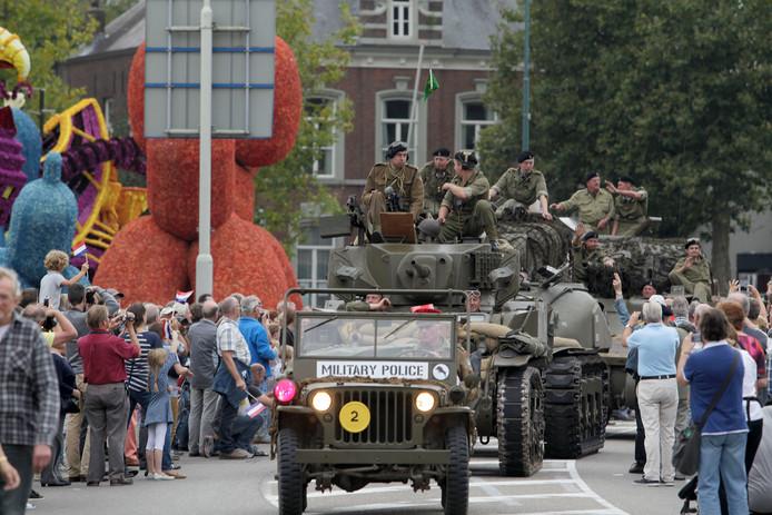Onder massale belangstelling trok de Liberation Task Force enkele jaren terug door Valkenswaard.
