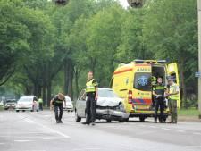 Automobiliste gewond bij botsing met busje Staatsbosbeheer in Apeldoorn