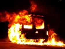 Vlammenzee bij autobrand in Meppel