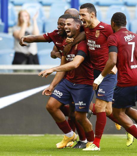 Oussama Tannane geniet van waanzinnige wereldgoal bij Vitesse
