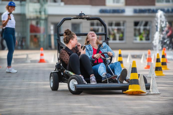 Op een door de politie georganiseerde educatieve middag kon de Apeldoornse jeugd ervaren hoe het is om te rijden onder invloed van drank of drugs.