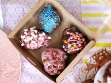 Oliebollen met aardbeienchocolade en marshmallows: nu al te koop