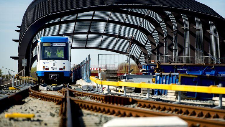 Metro tijdens een testrit op de Noord-Zuidlijn Beeld ANP