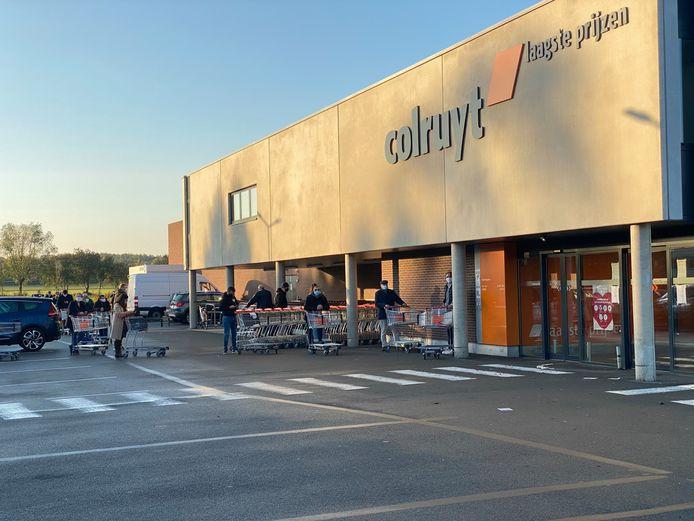 Lange rij bij opening Colruyt Nossegem.