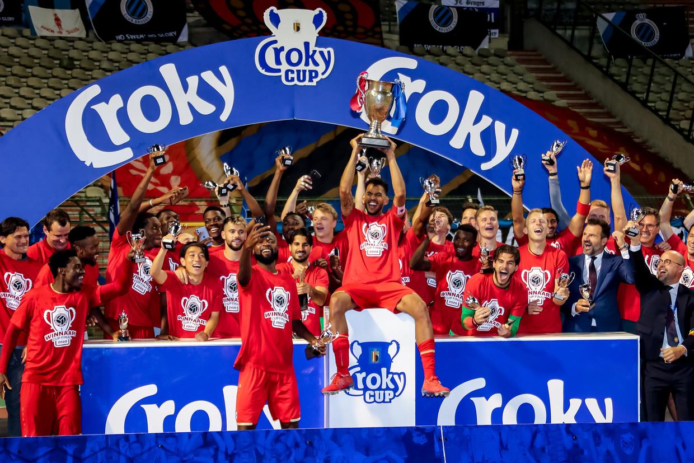Royal Antwerp FC steekt de beker in de hoogte. Beeld Reporters / GYS