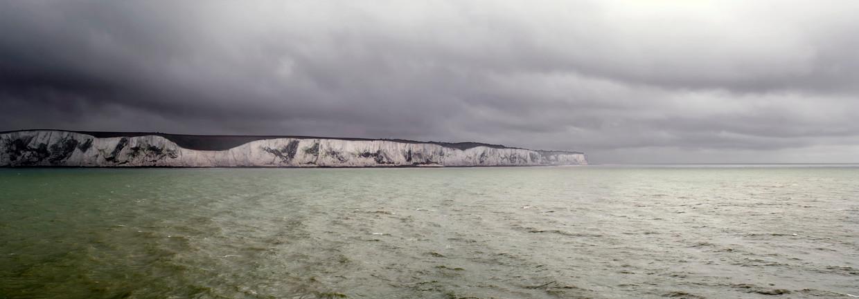 Zicht op de beroemde kliffen van Dover, die de Britten soms net zo veel angst aanjagen als een harde Brexit.