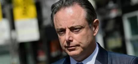 """Bart De Wever veroordeelt privéfeesten chassidische Joden maar roept op niet te viseren: """"Overtreders zijn dwarsdoorsnede van de samenleving"""""""