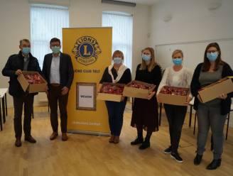 Lions Club Tielt schenkt 1.000 chocoladesinten aan medewerkers van Zorg Tielt en Familiezorg