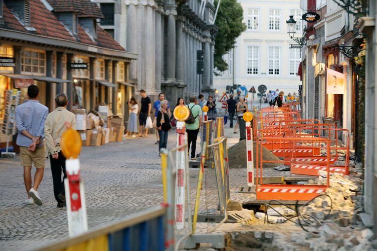 Om sommige handelaars in de Breidelstraat te bereiken, moeten je tijdens de werken deze brugjes over.
