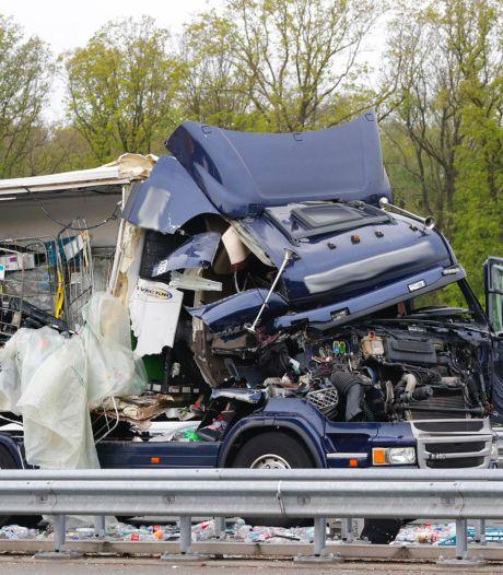 Truckers nemen het voor elkaar op na zwaar ongeval op de A2