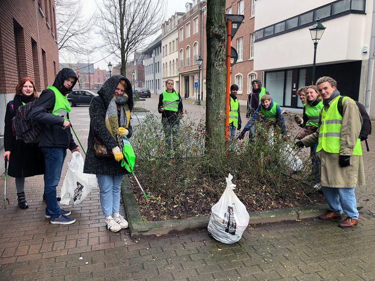 Turnhoutse scholieren ruimen zwerfvuil in de binnenstad.